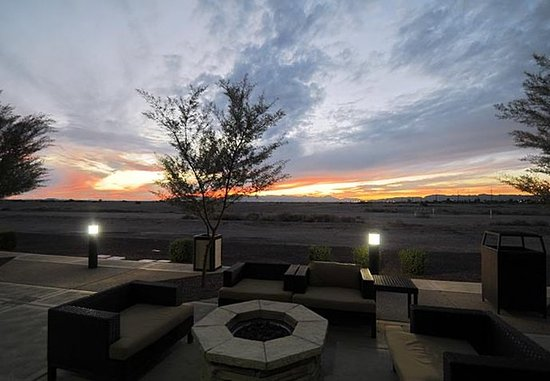 Fairfield Inn & Suites Phoenix Chandler/Fashion Center: Fire Pit