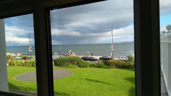 Galway Bay Hotel: You could fly by helicoptor or drive take the taxi or bus!!!! YOUR choice!
