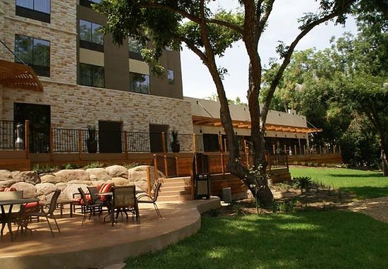 Courtyard New Braunfels River Village: Outdoor Seating Area