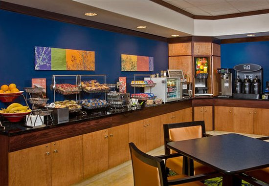 Fairfield Inn & Suites Weatherford: Breakfast Area