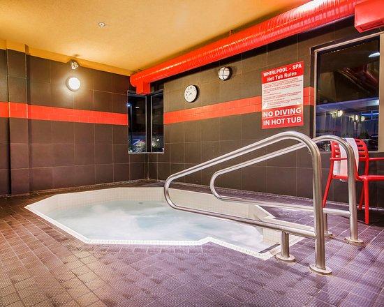Comfort Suites Kelowna: Whirlpool