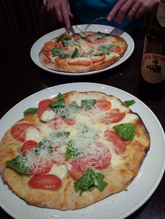 Carrabba's Italian Grill: Pizza Margarita