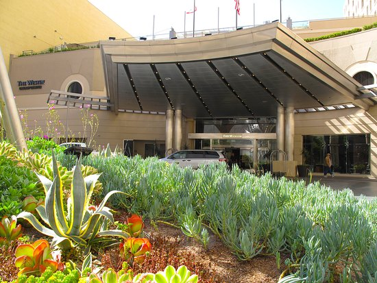 The Westin San Diego Gaslamp Quarter: Front Entrance