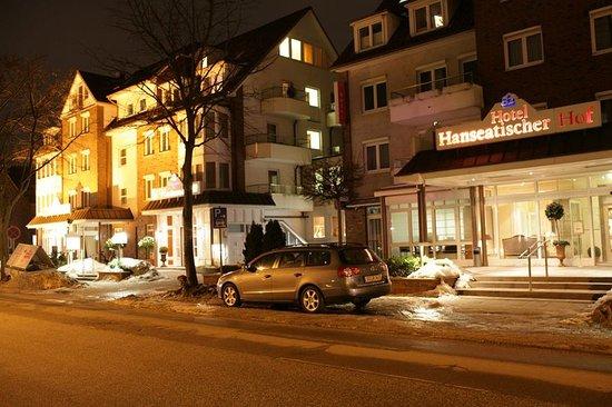 Hotel Hanseatischer Hof: Winter exterior view