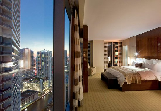JW Marriott Marquis Miami: King Concierge Guest Room
