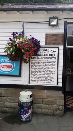 Grindleford, UK: One of those famous signs