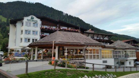 Hotel Edelweiss: 20160804_202820_large.jpg