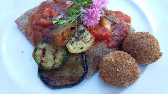 restaurant st georg traubenkern crepes mit gemuse und buffelmozarellakugeln