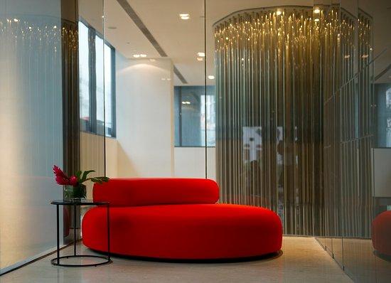 Studio M Hotel: Level 2 Lounge