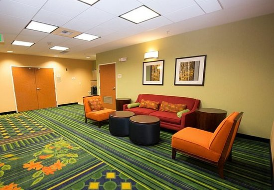 Fairfield Inn & Suites Seattle Bremerton: Pre-Function Area