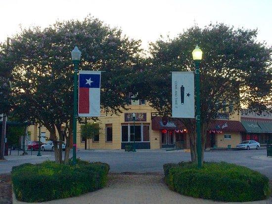 La Bella Tavola Italian Bistro Right In The Heart Of Downtown Gonzales Texas