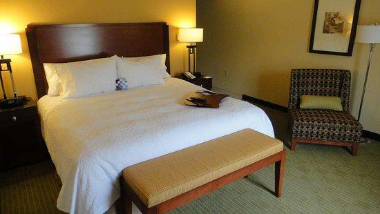 Hampton Inn & Suites Riverside/Corona East: King Standard Room
