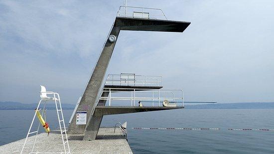Evian les bains 74 haute savoie centre nautique for Piscine plongeoir