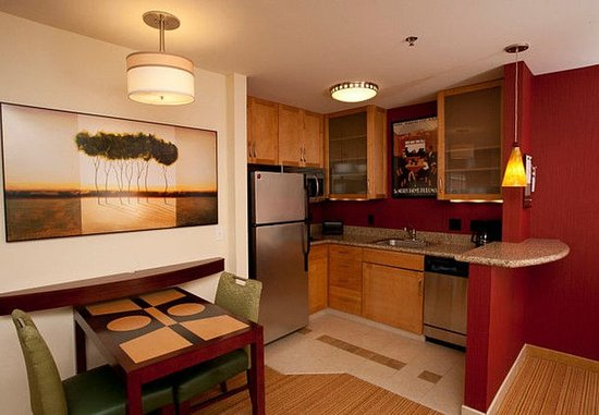 Residence Inn Duluth: Studio Suite Kitchen