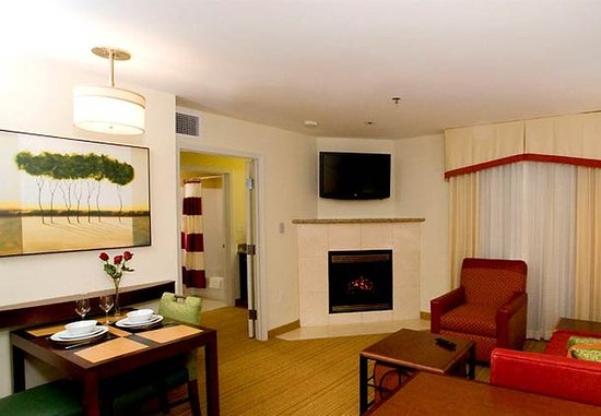 Residence Inn Duluth: One-Bedroom Suite Living Area
