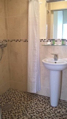 Maynooth Campus Conference & Accommodation: Ensuite Bathroom with Shower