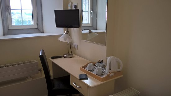 Maynooth Campus Conference & Accommodation: the Suite included Tv, and Kettle, with complimentary tea/coffee