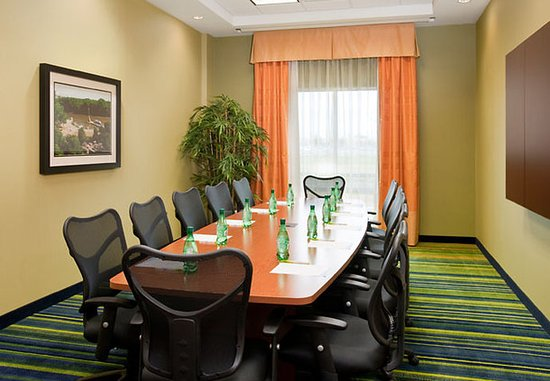 Fairfield Inn & Suites Winnipeg: Boardroom