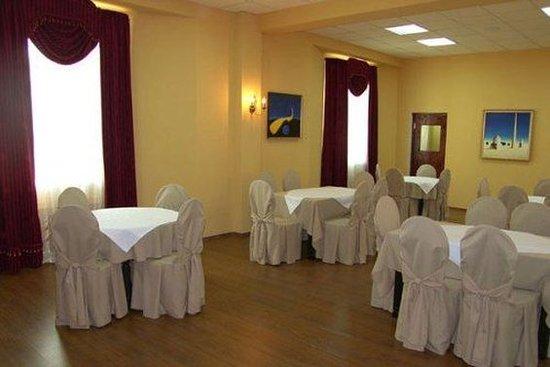 Retro Palace Hotel Apartment: Restaurant