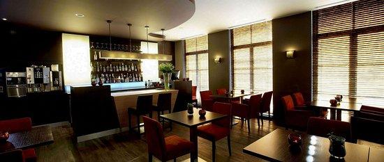 Hotel Harmony: Valerie's Bar