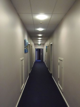 Amethyst Court Motor Lodge: Internal Access Corridor