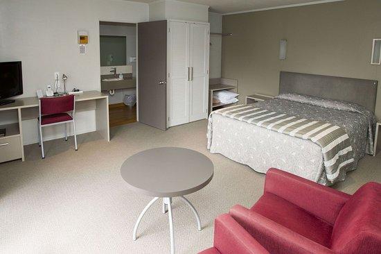 Aspen Manor Motel: Business Studio