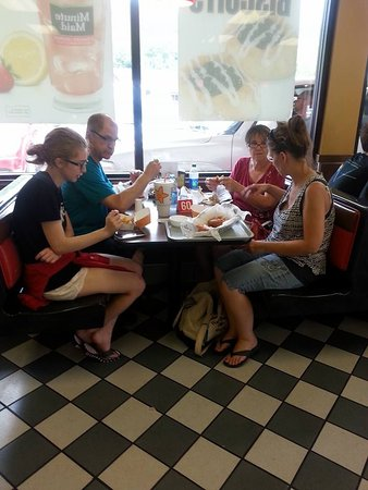 Hardee's: 1st table....Finally got the order 'almost' right, after 25 min.