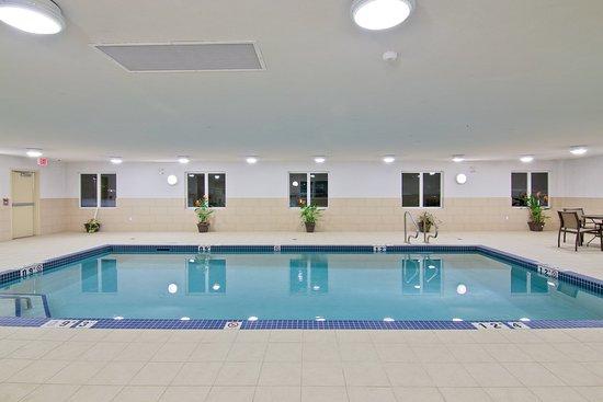 Hampton Inn by Hilton Fort Saskatchewan: Swimming Pool