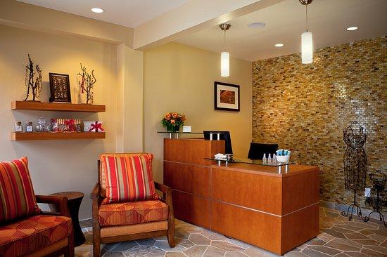 เดลมาร์, แคลิฟอร์เนีย: Spa Na'Mara offers facials, stone massages, and more!