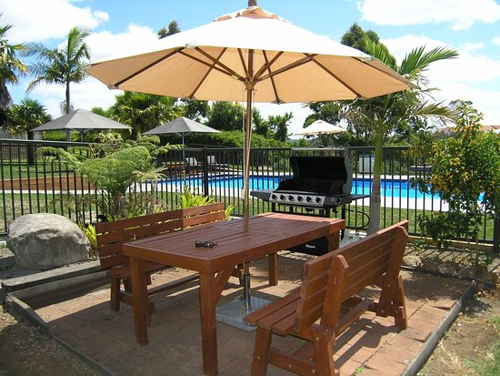 Kerikeri Homestead Motel & Apartments: BBQ Area