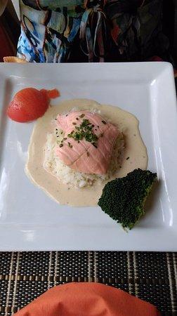 Bracieux, Francia: plat : saumon