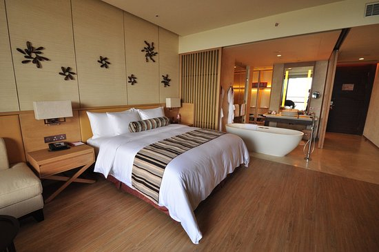 Yangjiang, China: Deluxe Room with King Bed