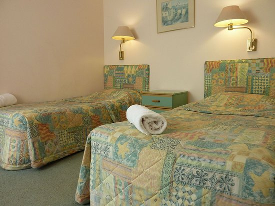 Sapphire Waters Motor Inn: Executive family room