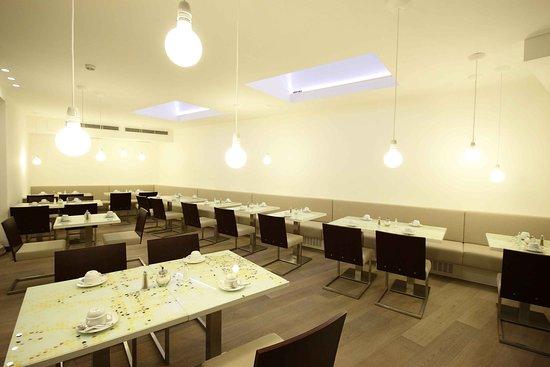 Pure White: Breakfast room