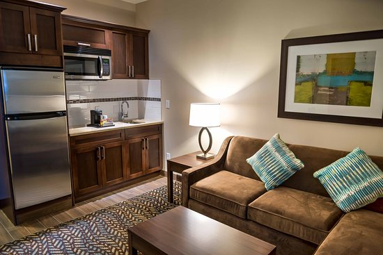 Spruce Grove, Canada : Suite Kitchenette with full fridge, microwave and wet bar.