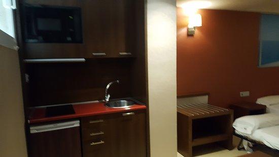MS Aguamarina Apartments: Cuenta con pequeña cocina