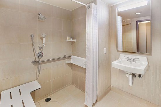Brisbane, Kaliforniya: Accessible Roll-In Shower
