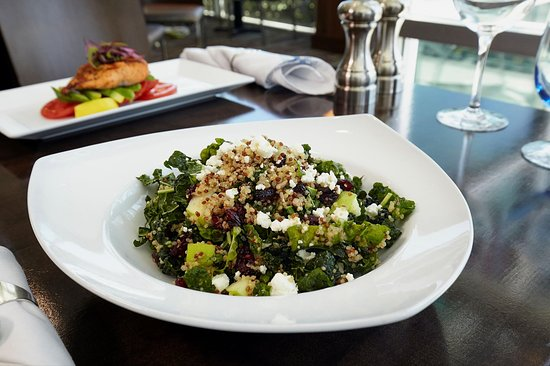 Brisbane, Kaliforniya: WhiteCaps Drinks + Eats Quinoa