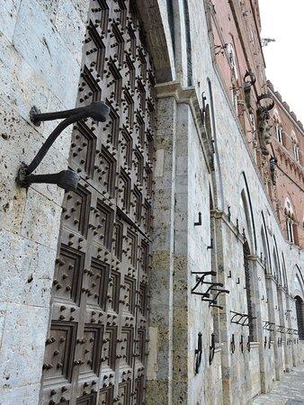 Siena, Włochy: Facciata del Palazzo Pubblico