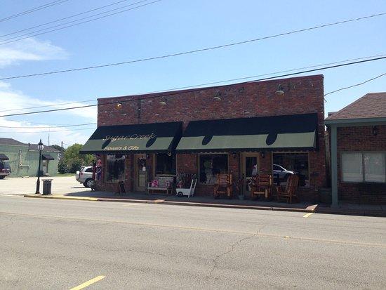 Rogersville, AL: Sugar Creek Flowers & Gifts