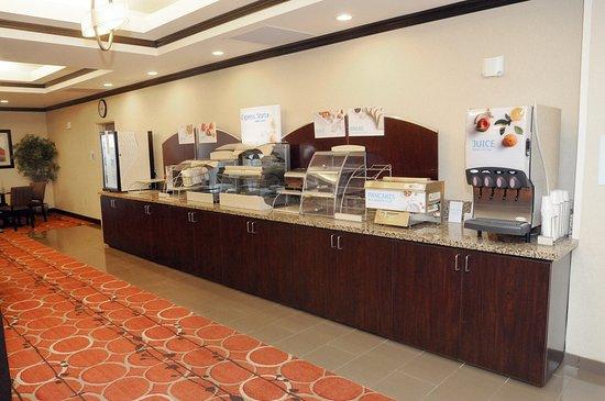 Holiday Inn Express & Suites Cambridge : Breakfast Photo