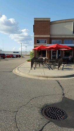 Saint Cloud, MN: Patio. Other patio picture posted by someone else is actually the downtown location.