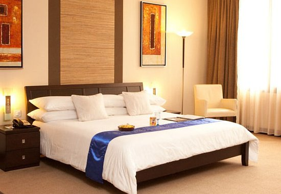 Protea Hotel by Marriott Kampala: King Guest Room