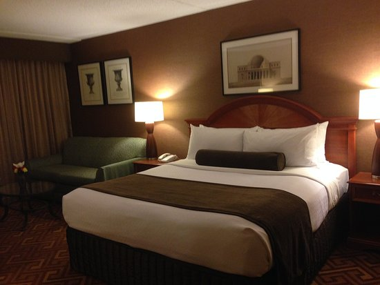 Englewood, NJ: Executive Room