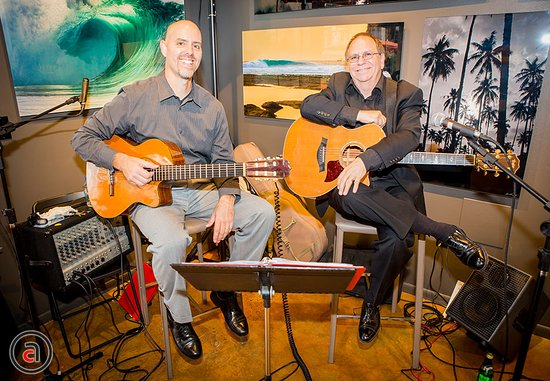 Solana Beach, CA: Acoustic music at an opening
