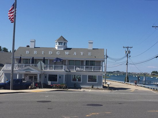 Marshfield, MA: Very nice place. Very busy but short waiting. We enjoying a drink at the bar until our table got