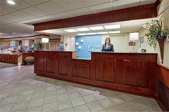 Holiday Inn Express Exton - Lionville: Front Desk