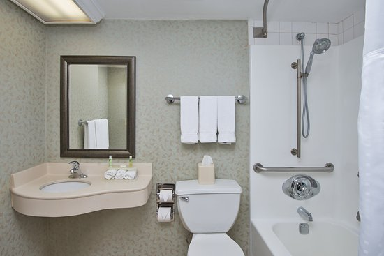 Holiday Inn Express Exton - Lionville: ADA/Handicapped accessible Guest Bathroom with mobility tub