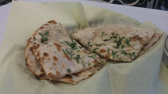 Artesia, Kalifornien: Garlic Buttery Naan Bread