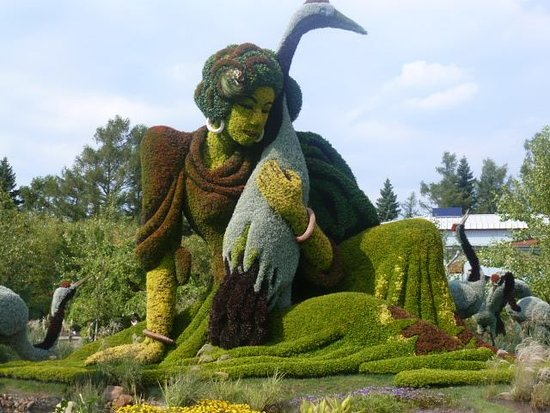 Montreal Botanical Gardens: The Girl Who Protected The Cranes